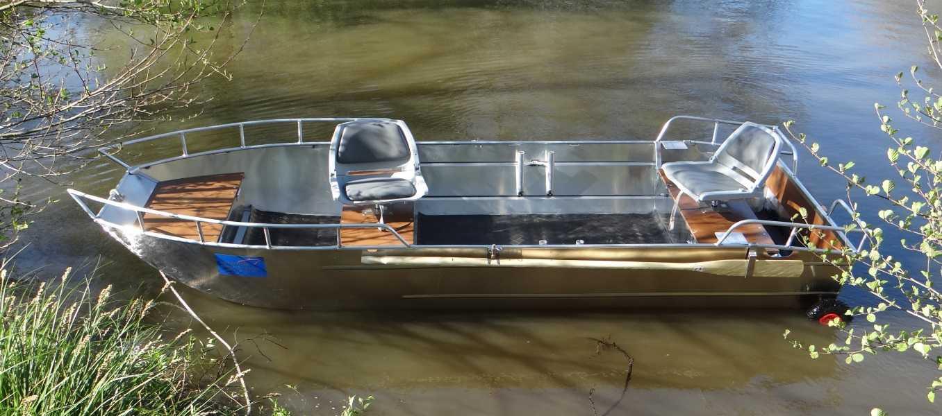 Leichtes-Fischerboot-aus-Aluminium
